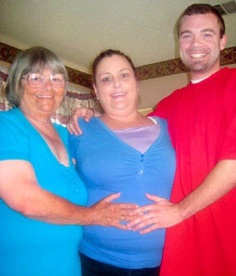 article0095c40ac000005d - Nieto de 26 enamorado de su Abuela de 72 y esperan un Bebe